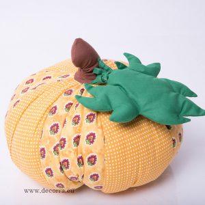 Есенна декорация с ръчно изработена тиква от плат