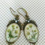 Ръчно изработени обеци с вграждане на естествени цветя