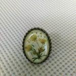 Ръчно изработен пръстен с вграждане на естествени цветя